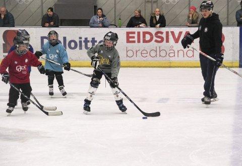 Førstkommende mandag starter hockeyskolen på Gjøvik.