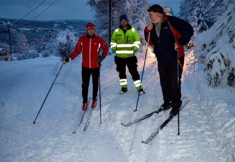 - Skigåing som helsbot, Gå Ta Banen-konseptet og løypekjørerne er hver for seg verdt en hyllest, mener Bjørn Erik Edvardsen (t.v.), her sammen med folkehelseforkjemper Jens Mørch (t.h.) og løypekjører Marcus Bull.