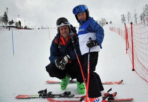 TRIVES PÅ SKI: Lars Elton Myhre nådde verdenseliten i sin fine karriere. Han er mest opptatt av at barna skal ha glede av å stå på ski og at de ikke må følge i pappas skispor.
