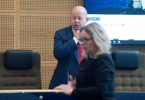 MÅ SNUS: Gjøvik kommune har større utgifter enn inntekter. Ordfører Torvild Sveen og varaordfører Anne Bjertnæs må finne nye sparetiltak for å dempe årets underskudd.