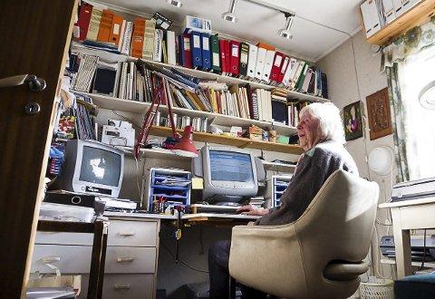 Viktig del av Livet: Liv Horn er 86 år og elsker internett. Hun er ikke alene. Hele 43 prosent av eldre mellom 80 og 100 år er på internett daglig eller ukentlig.Foto: Sigrid ringnes