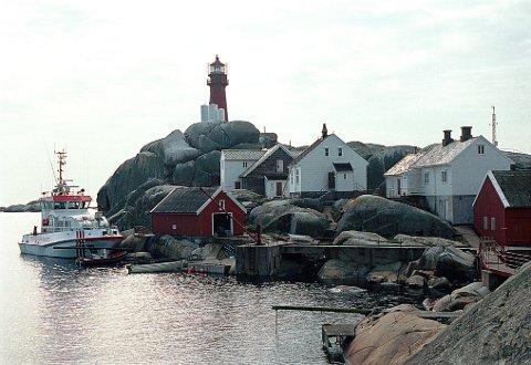Nåværende fyr og øvrige bebyggelse på Svenner skriver seg hovedsakelig fra 1900.