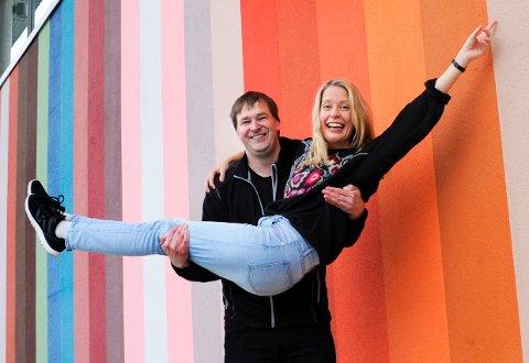 ANDREAS GILHUUS OG HEDDA ARONSSEN, henholdsvis Daglig leder ved Kulturhuset Bølgen og kunstnerisk ansvarlig for jubileumsforestillingen, gleder seg til tre dager med bursdagsfeiring, musikk og opplevelser.