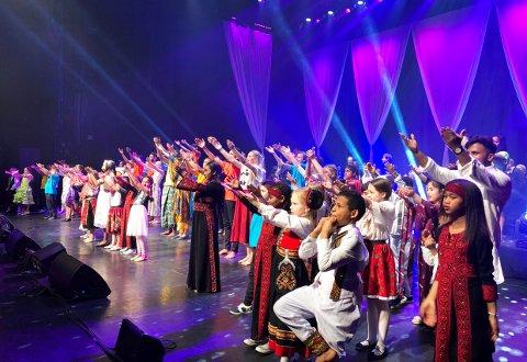 FARGESPILL LARVIK ER MED:  Barn og ungdom fra Fargespill Larvik skal feire det nye fylket med sang og dans fra flere kulturer.