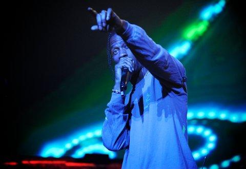 FAVORITT: Den amerikanske rapperen Travis Scott er for mange det største og viktigste navnet å få med seg under årets festival. Det var enormt med energi, både fra scenen og blant publikum, da han avsluttet festivalens første dag.