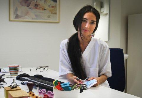 FERSK FASTLEGE: 30 år gamle Victoria Contreras Nyrud holder til på Stavern legekontor.