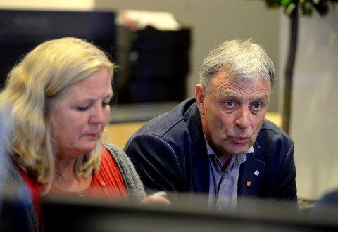 BA OM SVAR: Arnfinn Uthus (Sp) bar om svar fra ordfører Lillian Skjærvik (Ap) om vikarbruken innen helse og omsorg.