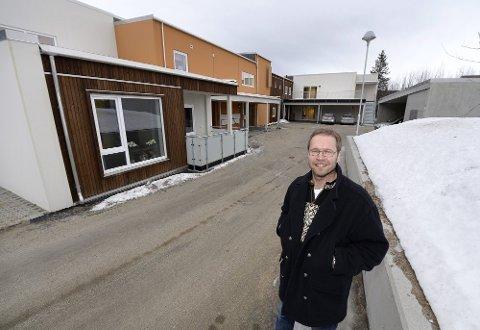 bevegelse: Fagsjef Rune Svelle er glad det igjen er bevegelse i boligtilbudet til utviklingshemmede. Her foran nye Mobekken omsorgsboliger.