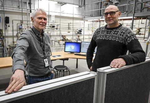 – Vi har flere spennende utdanningstilbud for ungdom, som kunne tenke seg å jobbe hos Freyr, sier avdelingsleder Gunnar Jakobsen ved TI og faglærer Thor Eirik Lund på elektro.