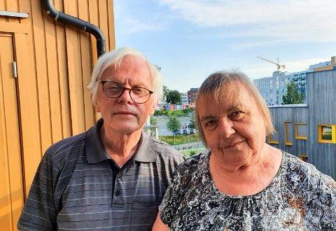 RUTETABELL: Bussen som David og Else Øverli skulle ta kom aldri. – Det er dumt om man ikke kan stole på rutetabellen som ligger på nettet