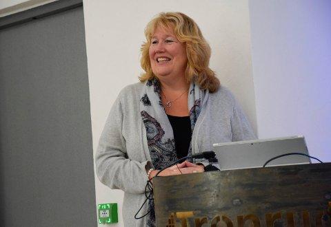 Regiondirektør i NHO Buskerud, Grete Karin Berg, ber politikerne sørge for at det blir oppstart av bygging av Ringeriksbanen senest i 2021.