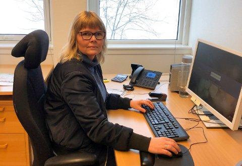 VURDERER NØYE: Randi Finnestrand, leder for politiets forvaltningsseksjon i Sør-Øst politidistrikt, sier at hver hundesak vurderes nøye. Foto: Privat