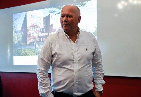 HOLDT FOREDRAG: Per Bleikelia snakket om det digitale sykehusbesøket for de frammøtte på Høyres temamøte.