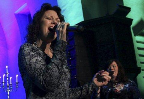 TIL JEVNAKER: Trine Rein holder konsert på Hadeland Glassverk fredag 19. juli. Her er hun avbildet under en julekonsert i Norderhov kirke i 2015.