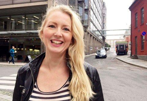 FORNØYD: Louise Fuchs, i nettbutikken Kolonial.no, er strålende fornøyd med at selskapet får lov til å selge øl til kundene sine som bor i Ringerike kommune.