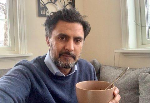 Wasim Zahid, overlege ved medisinsk avdeling ved Drammen sykehus, er i isolasjon hjemme etter at han fikk påvist koronavirus onsdag kveld.