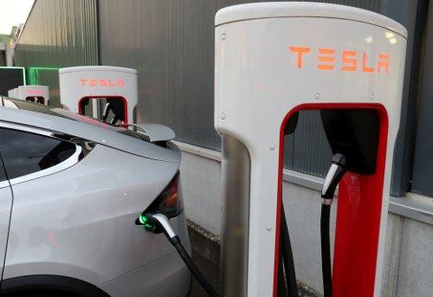 KOMMER: Teslas såkalte supercharger kommer til Hønefoss. Nøyaktig hvor, det er fortsatt ukjent. Men det blir ikke der mange hadde regnet med.