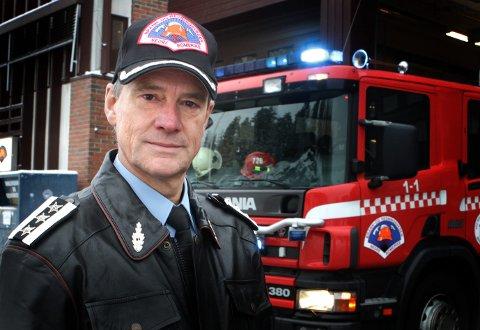NYTT HOVEDKVARTER: Brann- og redningssjef Jan Gaute Bjerke ønsker et nytt hovedkvarter for Nedre Romerike brann- og redningsvesen. Her foran Lørenskog brannstasjon ved en tidligere anledning.