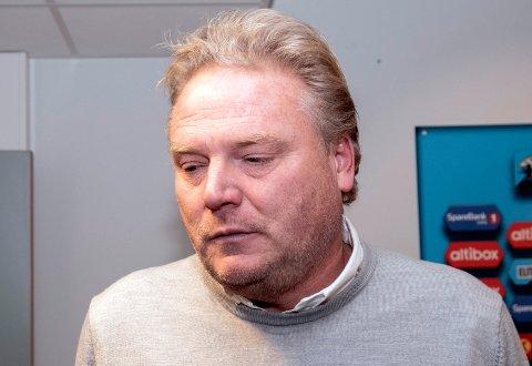 Blikket ned: LSK-trener Jörgen Lennartsson. FOTO: SCAPNIX