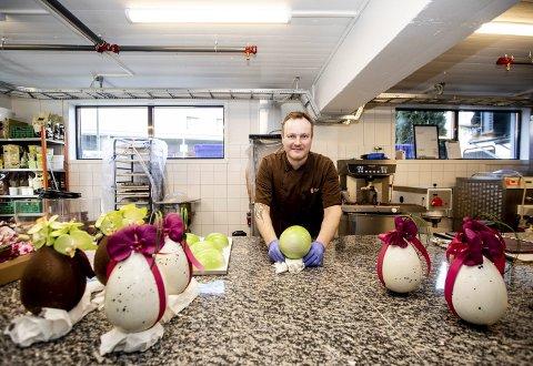 Konditor Lars-Erik Undrum (43) fra Frogner, sluttet hos Pascal i 2009 og startet Villa Sole i 2010. I fjor høst flyttet han virksomheten fra Lillestrøm til Frogner. Selv om mesteparten av det de produserer leveres til de store hotellene i Norge, lager de hvert år mellom 800 og 1000 påskeegg. Alle foto: Tom Gustavsen