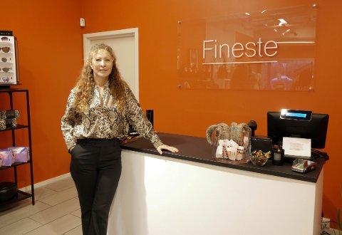 En stolt dag for Merete Barlaug Hansen som åpnet ny klesbutikk fredag.