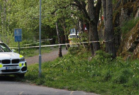 MANN SKUTT: En mann ble skutt i beinet da det oppsto en trusselsituasjon ved en skole på Romerike i mai i år. En 21-åring fra Oslo erkjenner å ha skutt, men at han ikke mente å skade.