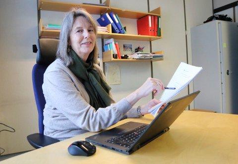 FRIST: Anne Hurum ved eksamensavdelingen i fylkeskommunen minne rom first for å melde seg opp til privatisteksamen.
