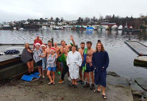 JULELAUG: En del av de badeglade gjengen som møttes i Røyken seilforenings lokaler julaften.