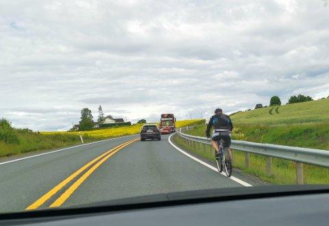 ULOVLIG: På denne delen av E134 er det ulovlig å sykle, gå eller kjøre traktor.