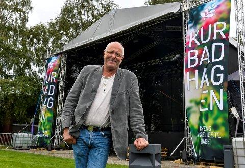 HAGEKOS: Lars Martin Myhre gleder seg stort til å fylle hele Kurbadparken med musikk og glede sammen med sine nordiske venner.