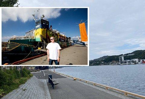 Vidar Villa kommer like godt sjøveien og skal underholde på kaien ved rådhuset og Sandnes sparebank.