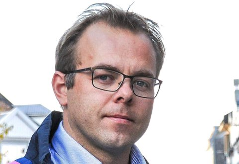 Knut Olav Farbrot forteller at ansatte i skoler og barnehager er bekymret.