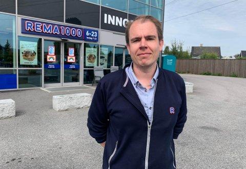 Jon André Fredheim er oppvokst i gata bak gjerdene for butikken han nylig ble kjøpmann for.