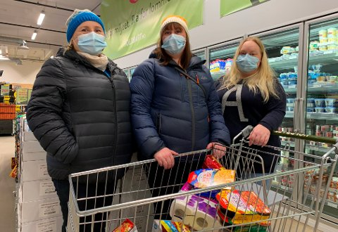 BEVISSTE: Janne, Henriette og Anniken Jacobsen er ikke i tvil om hvor det er mest penger å spare på mathandel.