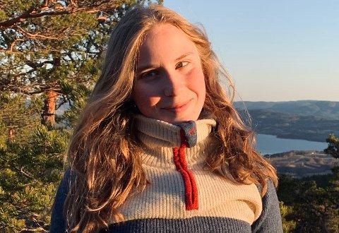 VINNER: Thea Strand (16) stikker av med 2000 kroner for ukens beste video.
