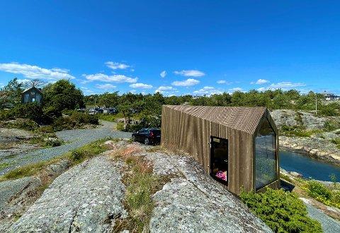 PORTØR: Vju-hyttene er registrert som campingvogner og står midlertidig rett ved Portør Pensjonat.