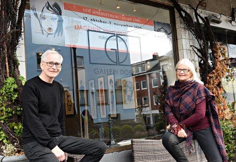 Lørdag åpner Dagfinn Knudsen utstilling i Galleri Dobag. - Dette blir den siste separatutstillingen i galleriet. Ved nyttår er det slutt, sier Berit Dyb Løvold som har drevet galleriet i 31 år.