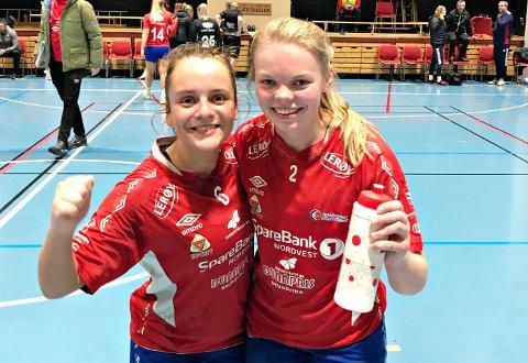 Henriette Selen Solhaug (til venstre) og Sofie Hoel Ulseth tar hele tiden steg på håndballbanen.
