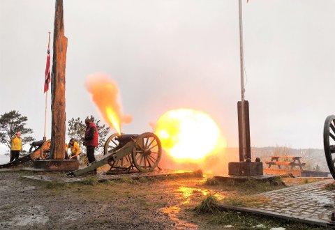Kanonene på Bautane på Innlandet har vært avfyrt klokka sju om morgenen 17. mai i mange, mange år, kan Odd Williamsen fortelle. (Foto: Markus Fjellingsdal Brevik)