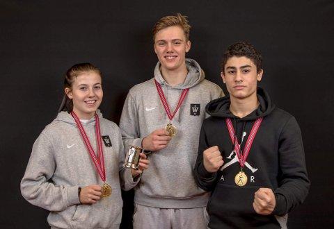 GULL: Anabelle Bruun, Emil Kaasa og Basel Srour gikk helt til topps NM i boksing for ungdom og junior.