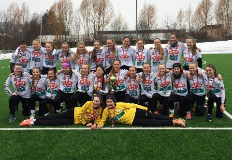 JUBEL: Eiks jenter 14-lag tok gull og bronse i Drammencup i fotball.