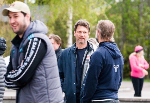 DÅRLIGE NYHETER: Det ble bråstopp for trener Robert Hedins oppkjøringsplaner for Nøtterøy Håndball etter at to av spillerne har testet positivt på koronaviruset.