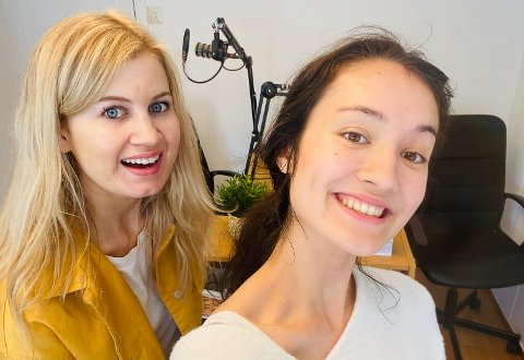 LAGER PODKAST: Silje Reistad og Tina Mondelia forteller hva man bør tenke på hvis man vil lage en podkast.
