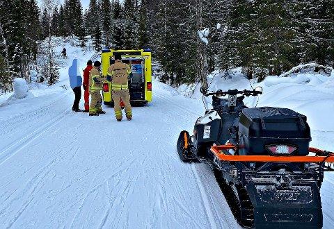 SKIULYKKE: Brannvesenet har trent opp mannskapet i å håndtere en snøscooter. Det kom godt med tirsdag.