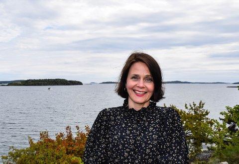 """HJEMMEBANE: Filmskaper Guro Bruusgaard er spent på førpremieren av sin debutfilm på """"hjemmebane"""" .Hun har vokst opp på Nøtterøy der foreldrene fortsatt bor, og er ofte på besøk både der og, som her, hos svigerforeldrene på Husvik."""