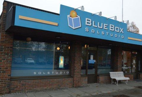 KONKURS: Selskapet Solapoteket AS står bak BlueBox Solstudio på Lena. Arkivbilde