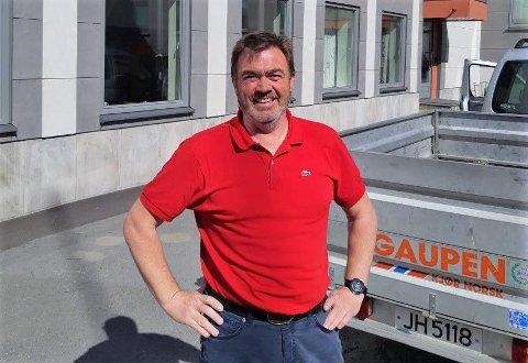 HJEMMEUNDERVISNING: Rektor Bjørn Veland ved Toten folkehøgskole har ingen elever på Lena lenger, men forsøker sammen med lærerne å følge opp elevene så godt som mulig hjemme.