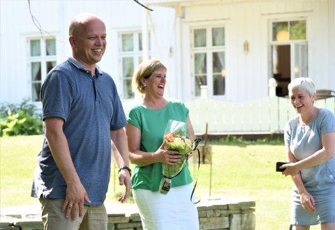 BESØK: Trygve Slagsvold Vedum, Steinkjer-ordfører Anne Berit Lein og utviklingsleder Tove Hatling Ystad under et besøk på Mære landbruksskole.