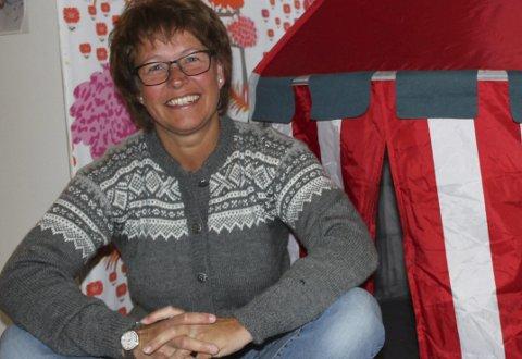 Mange jern i ilden: Ingunn Landberg Rønningen er ikke blant dem som stitter lenger i ro - da må hun i så fall ha et stikketøy i hendene. Ellers liker hun å reise og gå lange turer, for eksempel i fjellheimen. foto: anne dehli straum