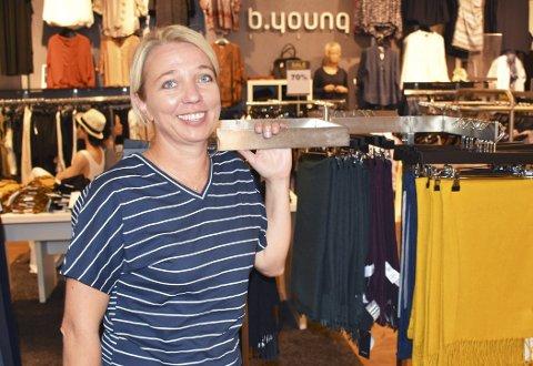 Klær til hverdag og fest: Siv Beate Moland stortives i klesbutikken B.Young som hun eier sammen med Cecilie Langnes.